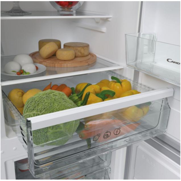 Отдельностоящий холодильник с нижней морозильной камерой Candy CVBNM 6182WP/SN; Удобная ручка для открытия дверей, большое количество полок для еды, и внутреннее LED освещение с электронным управленим