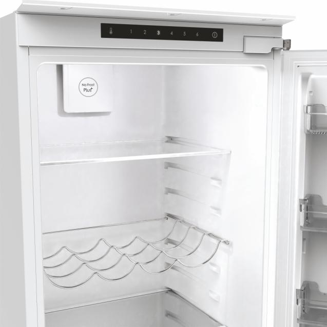 Вбудований холодильник з нижньою морозильною камерою Candy BCBF 192 F; Комбінована система охолодження статична / NoFrost; Металева стійка для пляшок, Світлодіодне освітлення
