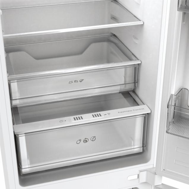 Вбудований холодильник з нижньою морозильною камерою Candy BCBF 192 F; Комбінована система охолодження статична / NoFrost; Металева стійка для пляшок, Світлодіодне освітлення, Зона свіжості