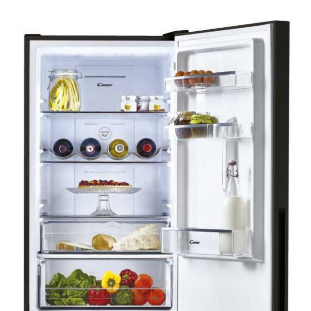 Холодильник Candy CMGN 6182B внутри